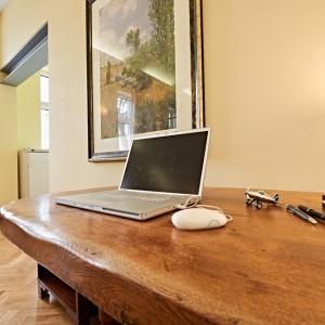 App501 Wohnbereich Schreibtisch Schrank Parkett