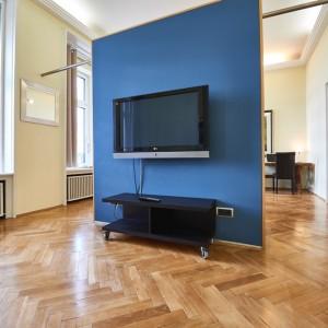 App501 Wohnbereich blauer Wandtrenner TV Kommode Schrank Parkett