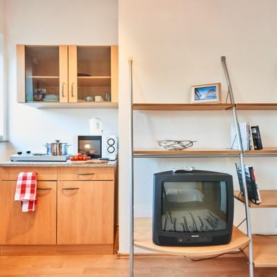App524 Küche Wohnbereich Theke Mikrowelle Kochplatte Schrank Regal TV Laminat