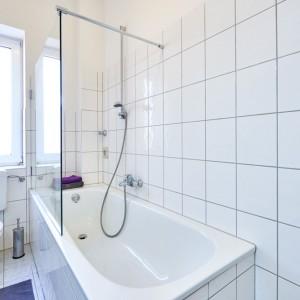 App534 Bad Badewanne Dusche Glaswand WC Fliesen