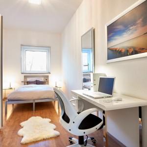 App534 Schlafzimmer Bett Nachttisch Spiegel Schreibtisch Schrank Parkett