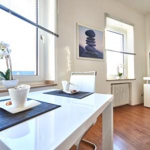 App534 Essbereich Wohnbereich Sofa Kommode TV Parkett
