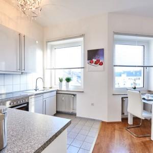 App534 Küche Theke Mikrowelle Herd Kochplatte Fliesen Essbereich Parkett