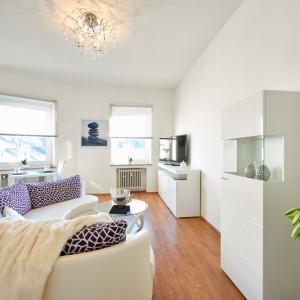 App534 Wohnbereich Sofa Glastisch Regal Kommode TV Essbereich Parket